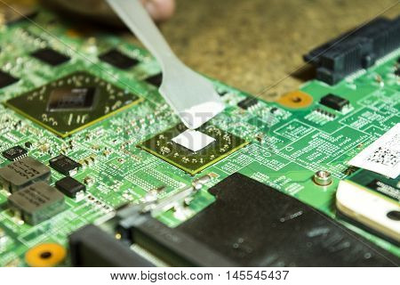 Laptop repair. Changing of the thermointerface (thermal paste) on the notebook processor.
