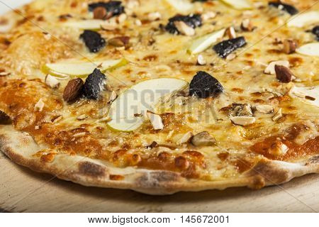 Pizza with apples and almonds and chees