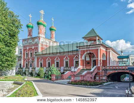is a Russian Orthodox monastery in the Bely Gorod of Moscow