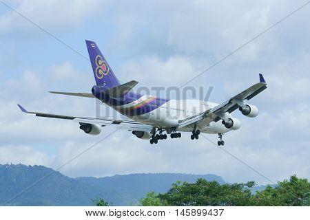Hs-tgh Boeing 747-400 Landing