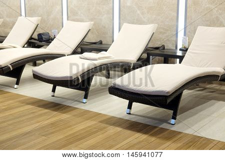 The image of a chaise-longues