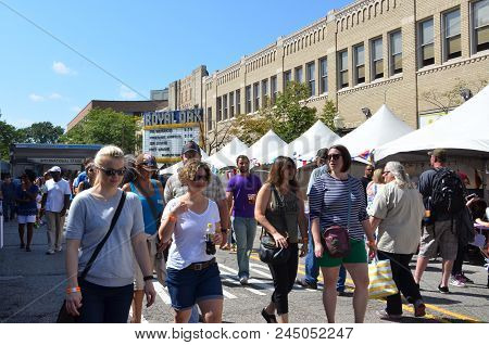 Royal Oaks Arts Beats And Eats Crowd By Theater