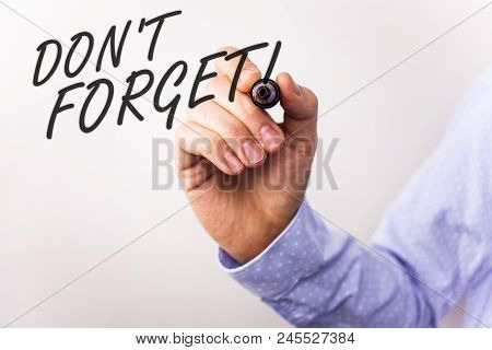 Writing Note Showing  Do Not Forget Motivational Call. Business Photo Showcasing Remember Keep In Mi