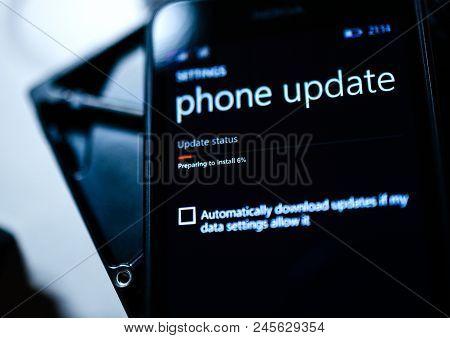 Paris, France - Jan 19, 2016: Pov At Preparing To Install Update Message On Windows Microsoft Nokia