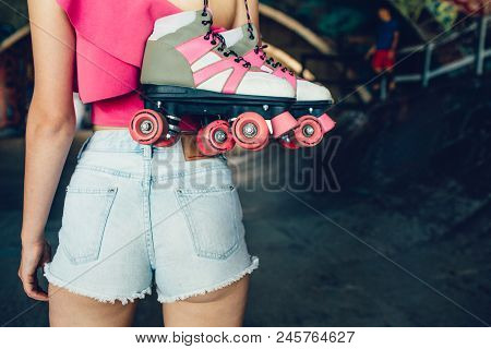 A Picture Of Attractive And Hot Body Of Girl Standing And Holding Rollers With Right Hand. Her Body