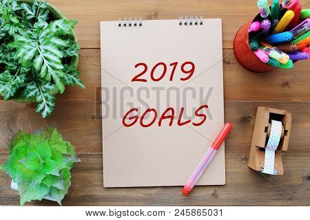 2019 Goals On Brown Notebook Paper At Office Desk Background, Banner Sign, 2019 New Year Business St