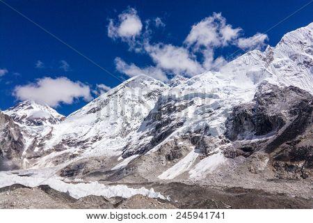 View Of Mount Everest Range Over A Blue Sky,,everest Base Camp Trek, Nepal