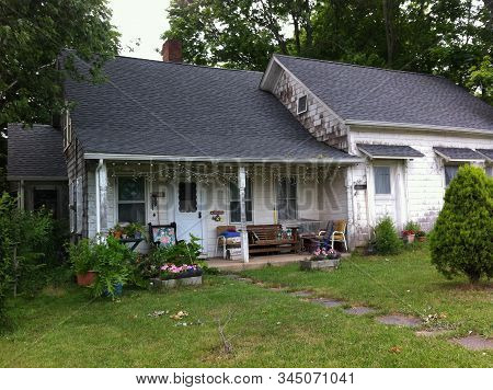 East Hampton, New York, Usa - 10th July 2014 : Beautiful Old Wood Cottage In A Tranquil Neighborhood