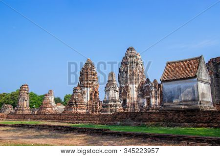 Ancient Ruins Of Wat Phra Sri Rattana Mahathat, Pagoda Of Archaeological Site In Lop Buri Province,