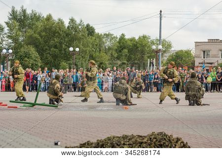 Zarinsk, Russia-august 02, 2018: Holiday Of The Airborne Forces, Military Men In Uniform At The Airb