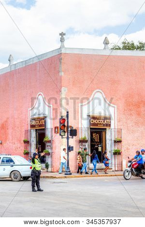 Valladolid, Mexico - Dec 23, 2019: A Chocolate Shop And Cacao Factory In The Historic Mayan City Of