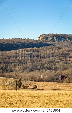 Skytop Tower And Eagle Cliff, Mohonk Preserve, Upstate New York, Usa