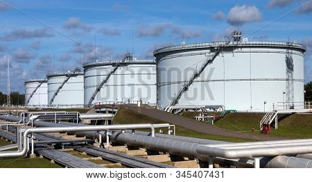 Tanks/terminals/storage. Large Capacity Terminal For Crude Oil Storage