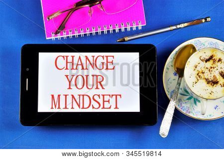 Change Your Mindset - To Change The Quality Of Life. Cope With Fear, Think Positively, Search For Ne