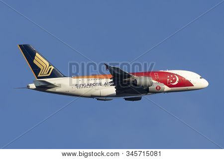 Melbourne, Australia - June 19, 2015: Singapore Airlines Airbus A380-841 9v-ski In A Special Livery
