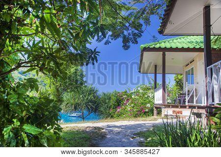Phuket, Racha Island,thailand - December 10, 2019: Racha Raya Island, Speed Boat Take Group Of Touri