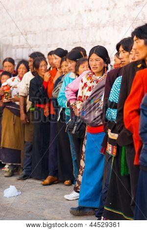 Tibetans Queue Enter Jokhang Temple Lhasa