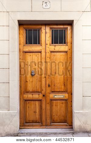 Double Wooden Door With Knocker In Sarri� (barcelona)