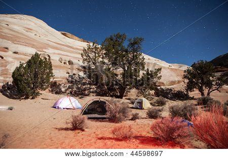 Nächtliche Camping