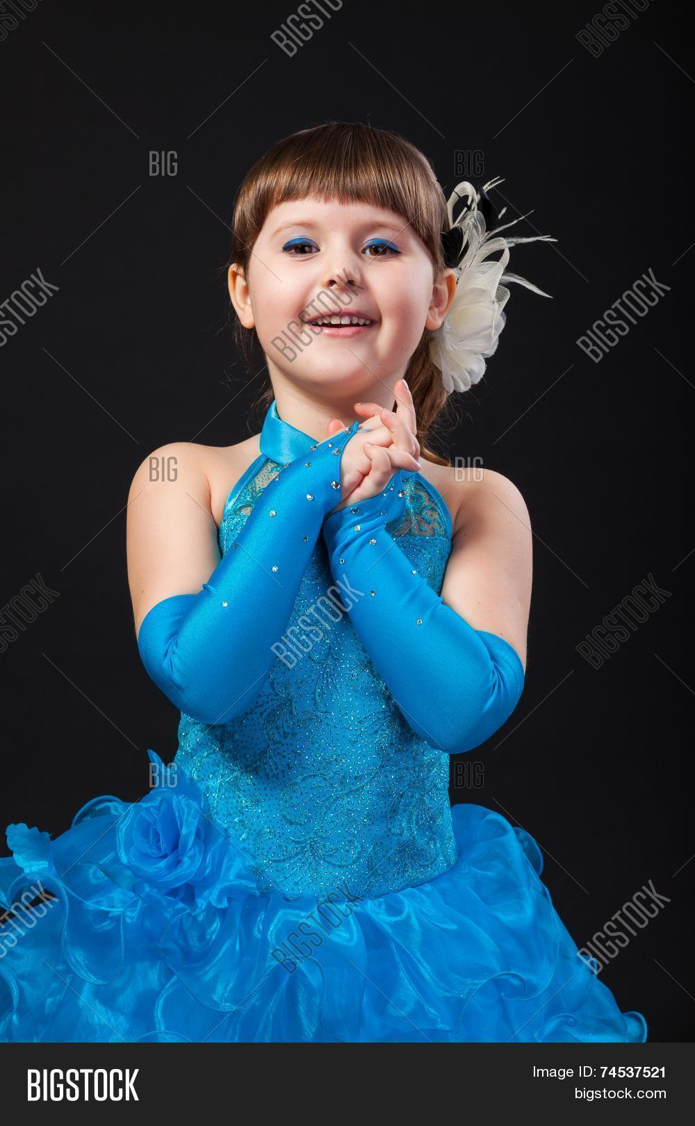 32a6a2c69341 Portrait Cute Smiling Image   Photo (Free Trial)