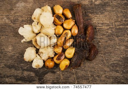 hominy and toasted corn nuts traditional ecuadorian food