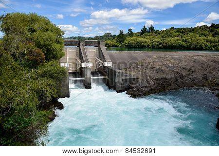 Aratiatia Rapids dam on Waikato river opened with water breaking thru