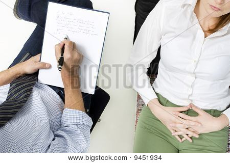 psiquiatra con el paciente