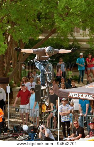 Pro Rider Lets Go Of Handlebars In BMX Bike Competition