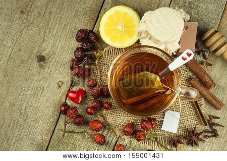 Hot tea for colds. Traditional home treatment for colds and flu. Rosehip tea, honey and citrus. Home Pharmacy. Proven treatment of diseases.