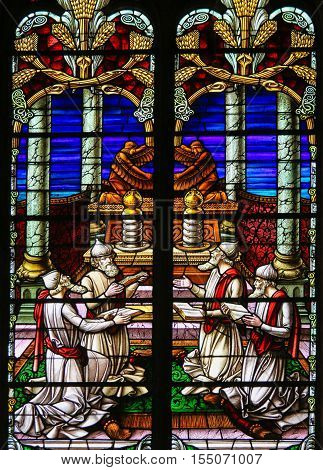 Stained Glass - Rabbis Worshipping God