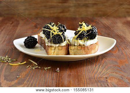 Crostini with goat cheese blackberries lemon zest and honey