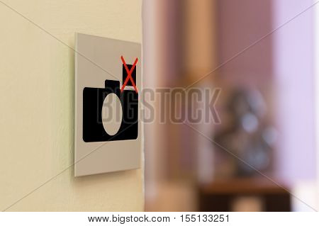 no camera flash symbol on a wall in a museum