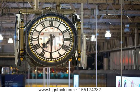 LONDON UK - 19 DECEMBER, 2015: Clock of the Waterloo international train station