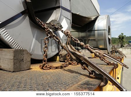 Steel Roll Tie Chain Mechanism on Trailer Truck