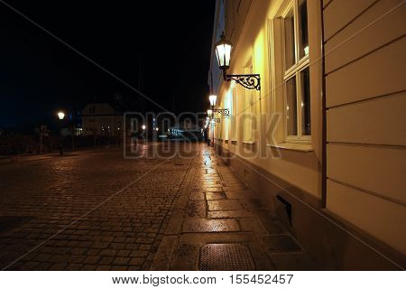 cobblestone historic night street lighting lamps .