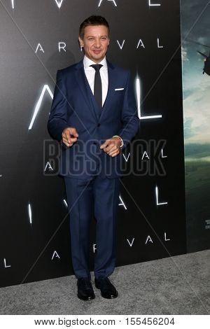 LOS ANGELES - NOV 6:  Jeremy Renner at the