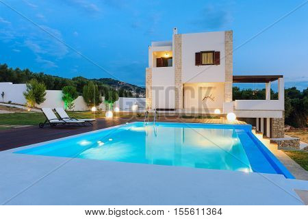 Big Luxury Pool With Villa