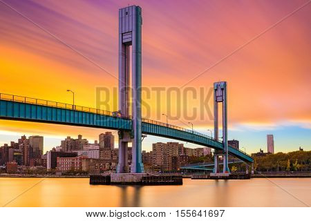 Wards Island Bridge crossing the Harlem River between Manhattan Island and Wards Island in New York City.