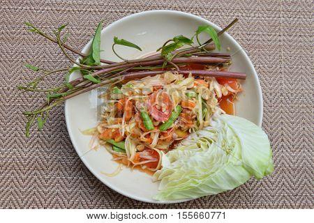 papaya salad taste spicy sweet and sour food