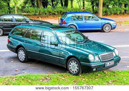 Mercedes-benz S210 E-class