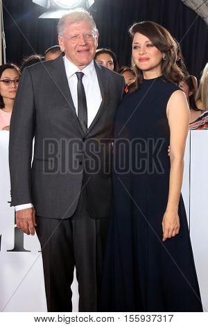 LOS ANGELES - NOV 9:  Robert Zemeckis, Marion Cotillard at the