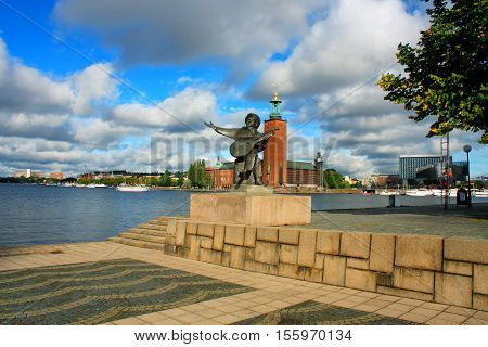 Old Evert Taubes monument and Stockholm city hall in summer