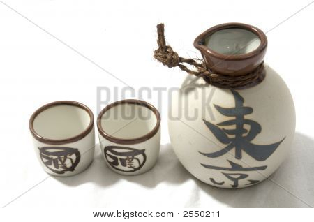 Saki Container With Cups
