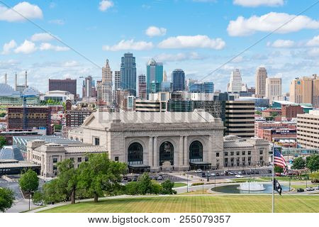 Kansas City, Mo - June 20, 2018: Kansas City Missouri Skyline With Union Station