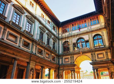 Florence, Italy - October 15, 2016: Arch In Piazzale Degli Uffizi In Florence, Italy