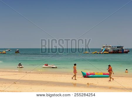 Koh Larn,thailand - April 23,2018: The Beach This Island Is In The Pattaya Area And It Has Some Beac
