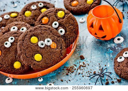 Halloween Cookies With Candy Eyeballs, Fun And Creative Treats For Kids On Halloween Party