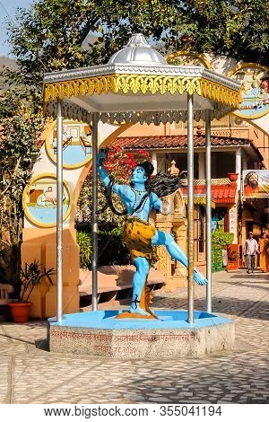 Rishikesh, India - Circa March 2018. Statue Of Lord Shiva In Parmath Niketan Ashram.