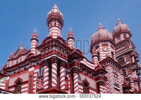 Sri Lanka's Red Mosque, Or Jami Ul-alfar Masjid, Is One Of The Architectural Wonders Of The World. S