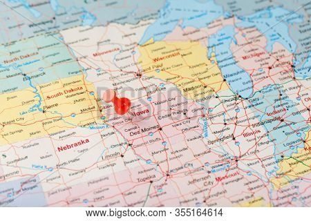 Red Clerical Needle On A Map Of Usa, Iowa And The Capital Des Moines. Close Up Map Of Iowa With Red